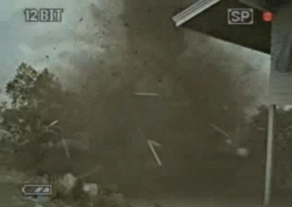 家の近くで突如竜巻が発生。