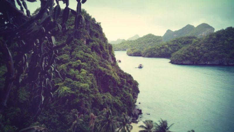 サムイ島の丘から大自然を覗く