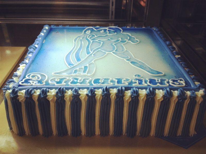 真っ青の水瓶座ケーキ