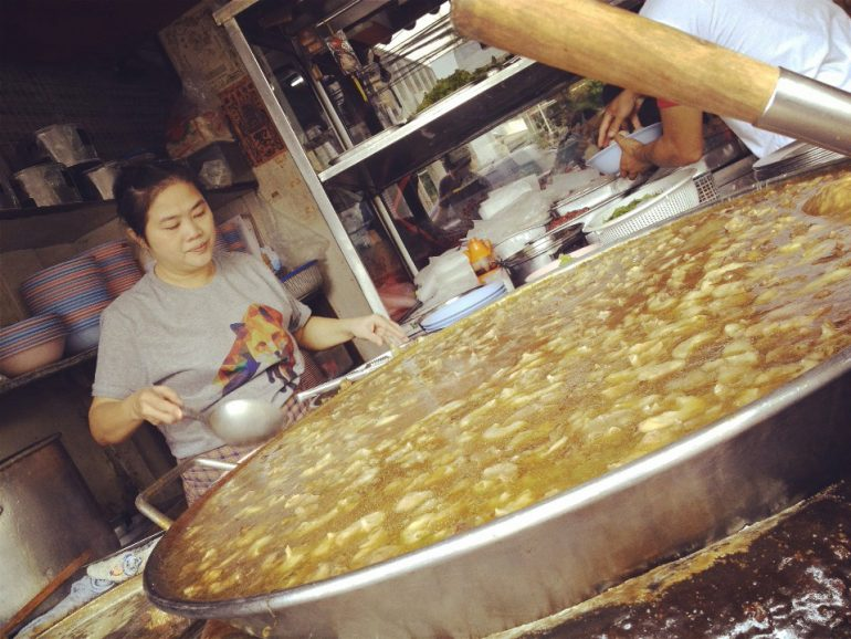 大鍋で作るワタナーパニのガオラオ