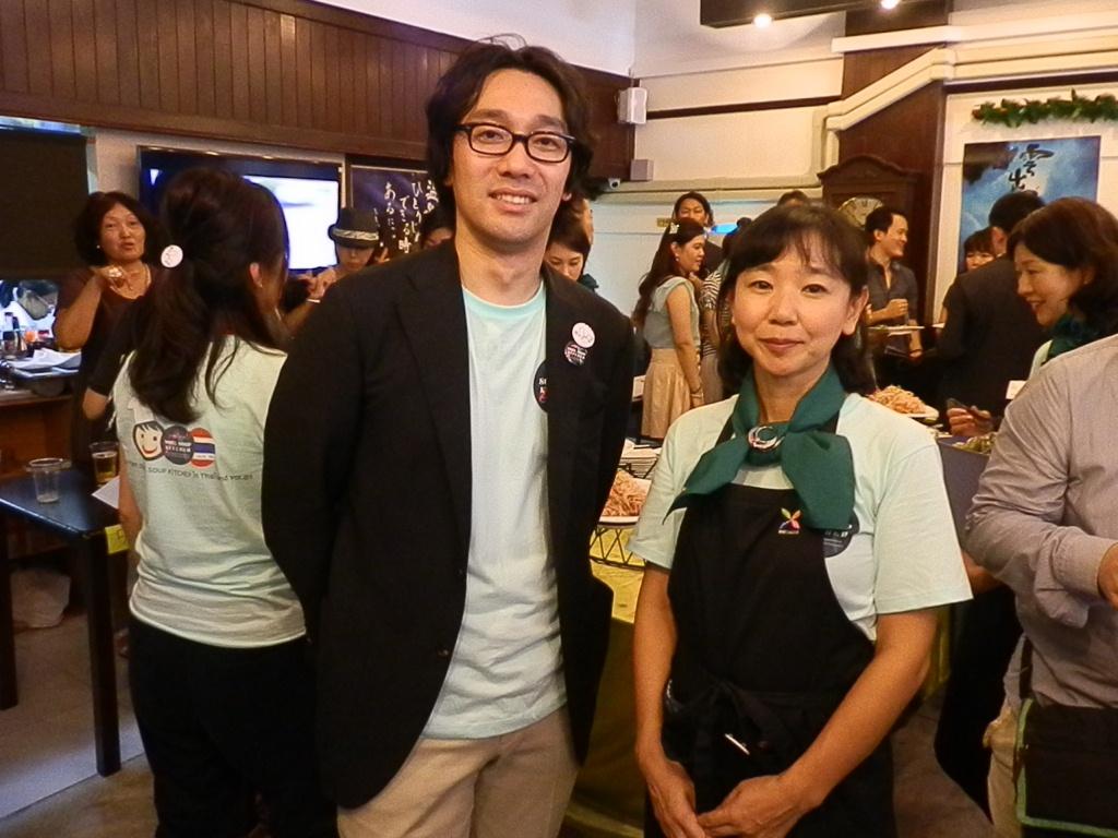 主催者代表の西田誠治さんと会場となったSALADeeのオーナー青澤直子さん