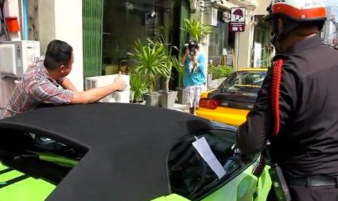 世界のスポーツカー大量駐禁