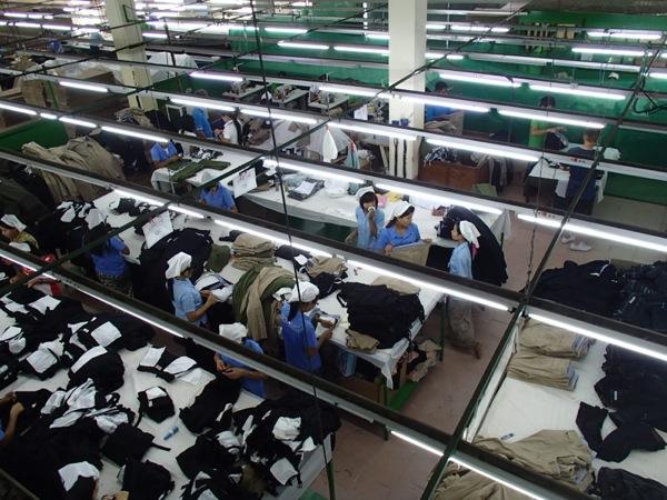 ミンガラドン工場団地に入居している日本向け衣服を製作する縫製工場