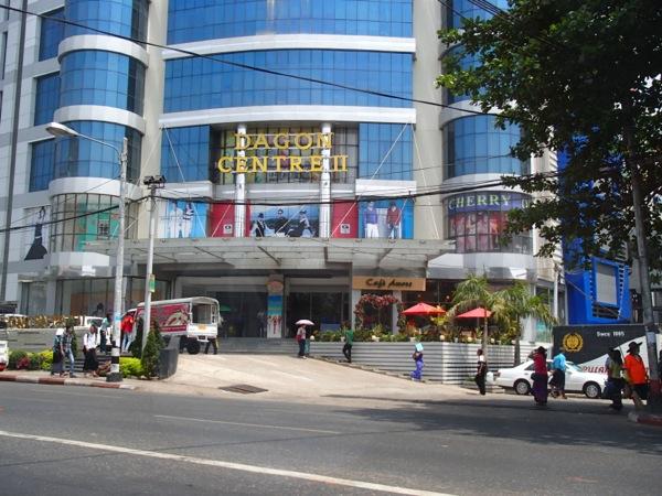 ヤンゴン市内のデパート