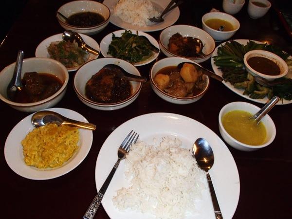 カレーがメインのミャンマー料理