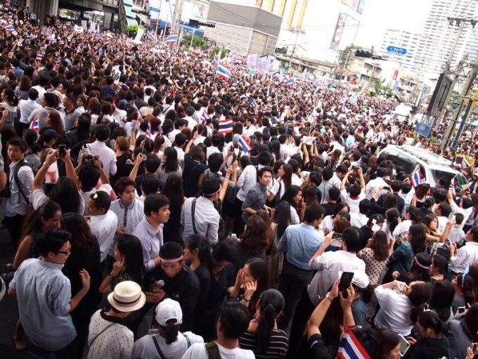 アソークでのデモ集会(2013年11月)