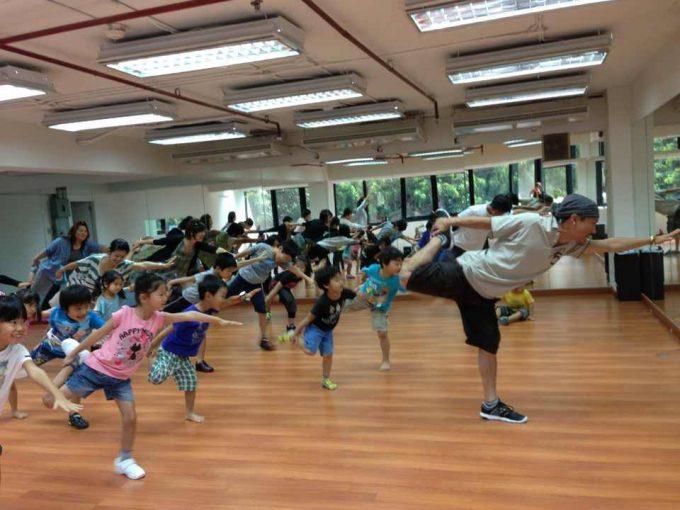 親子で学べるダンススクール