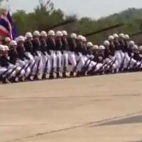 タイ陸軍が見せた行進パフォーマンス