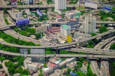 巨大都市バンコクをおもちゃの世界で描いた映像