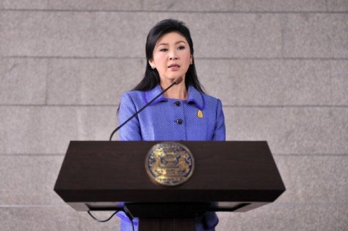 軍と警察と共に収束に向けて進めているインラック首相 (http://asiainterlaw.com)