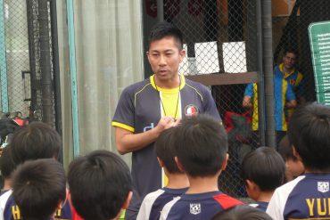 前園氏が来タイして子供たちにサッカー指導
