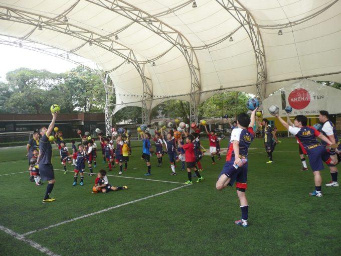約40名の日本人サッカー少年が集まった