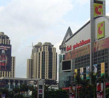 世界的にも有名なバンコクの観光スポットセントラル・ワールド前で起きた爆発事故