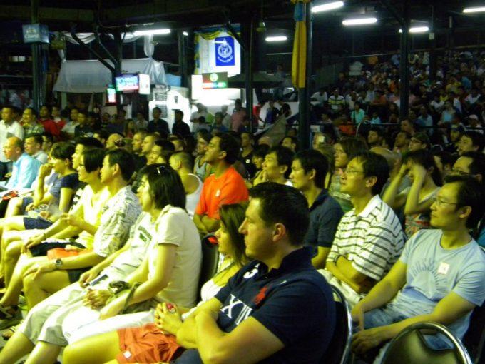 試合を見る観客