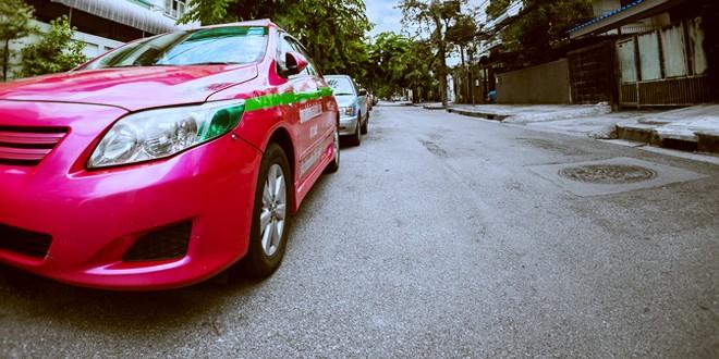 格安運賃だけど安定的ではないバンコクのタクシー