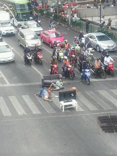 先日までデモ集会をやっていたバンコク中心部の交差点