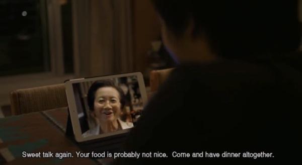 続けざまに「そんな美味しくないモノを食べてないで、こっちに来て一緒に美味しいご飯を食べようよ。」と誘われる。