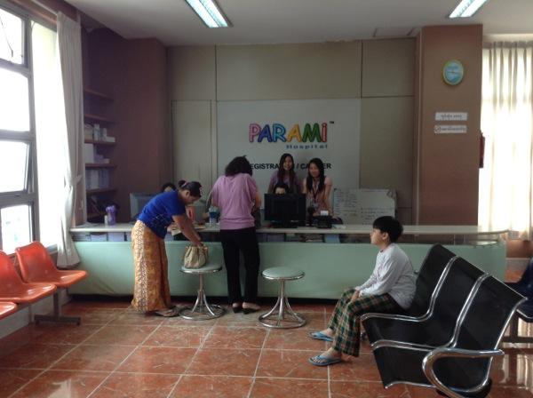 ミャンマーの病院カウンター