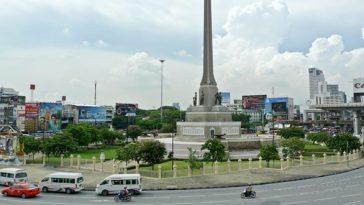 バンコクの戦勝記念塔側のバンサービスが移動