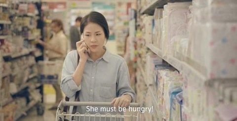お腹が空いているんだよと伝える妻