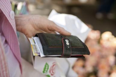 絶対に財布を見せてはいけない・・・