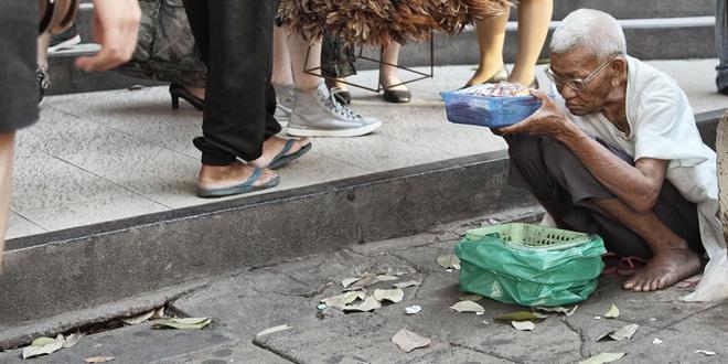タイのバンコクで本格的な「物乞...