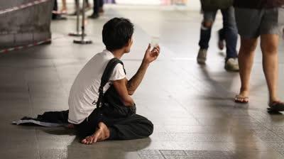 タイの繁華街で見る物乞いの姿
