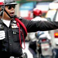 警察も乗車拒否受けるタイのタクシー