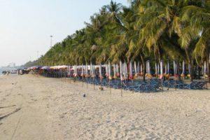 屋台の移動規制が開始されたバンセンビーチ
