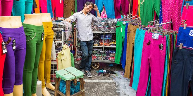 タイ人は毎月服を買う