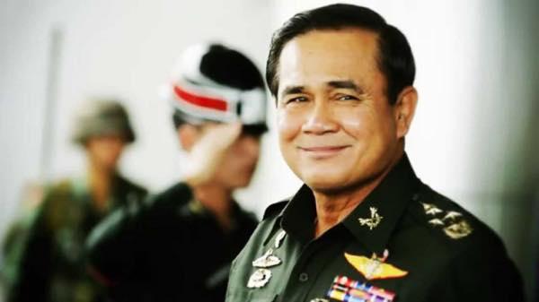 笑顔のプラユット首相