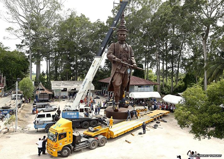 ナライ大王像