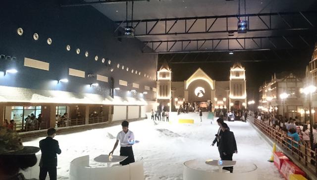 タイにできた雪が降る施設「スノータウン」