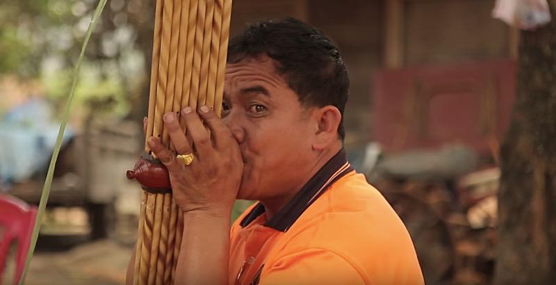 タイの楽器ケーン奏者