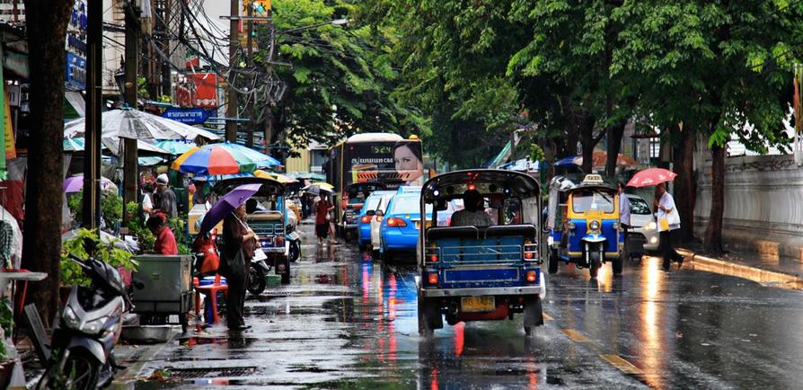 雨降が降り注ぐバンコク