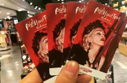 タイでのマドンナ ライブ。チケットは日本より高い。