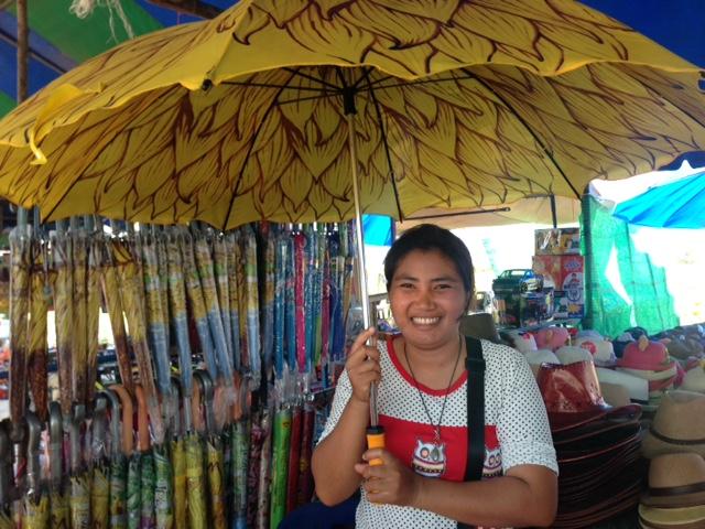 イチオシのひまわり傘!お店のお姉さんもお茶目で可愛い