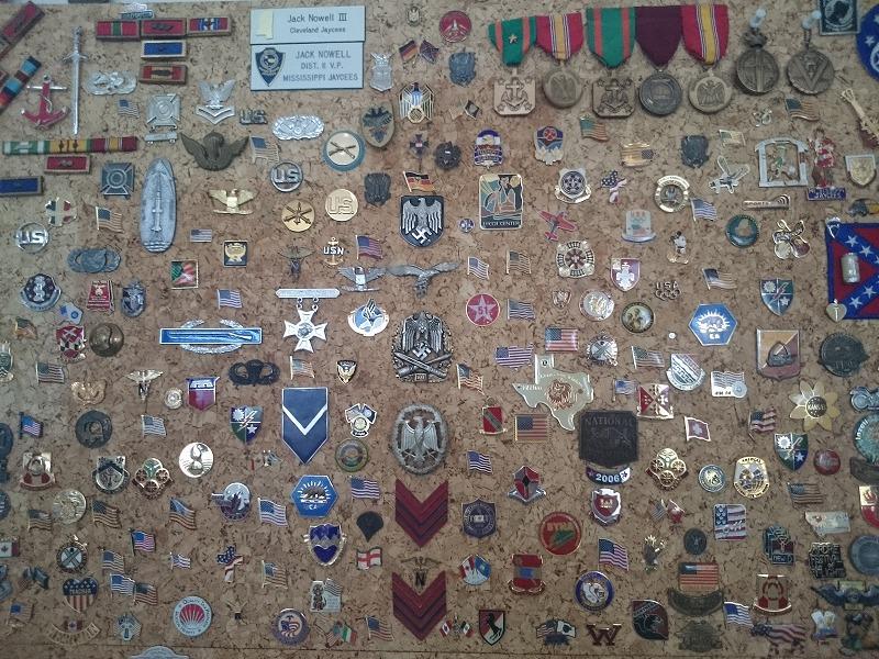 軍ものジャケットについてた勲章やピンズのコレクション。