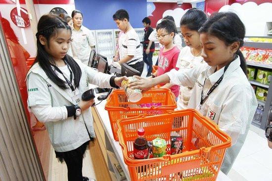 タイのコンビニ(©tripadvisor.co.uk)
