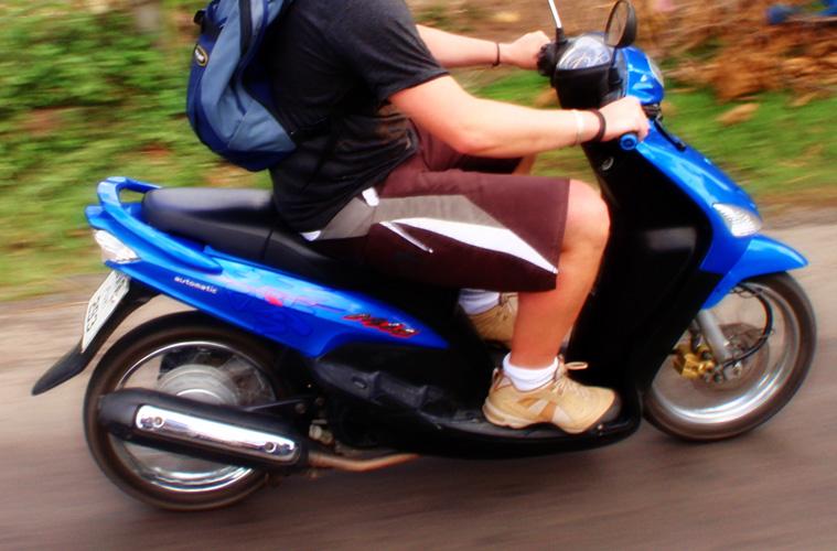間抜けなスクーター盗難
