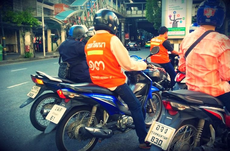 タイのバイクタクシー