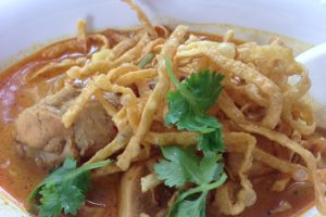 バンコクにあるチェンマイ料理の名店でカオソーイ