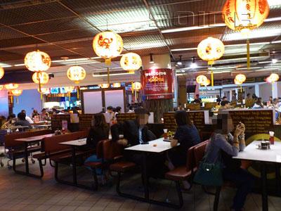空港内のレストラン(C soidb)