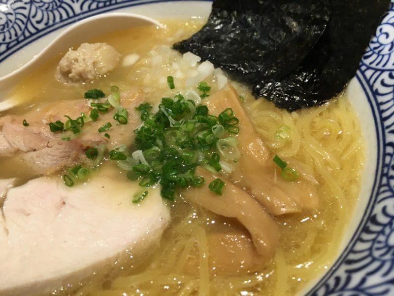 濃厚醤油鶏らーめん(アップ)