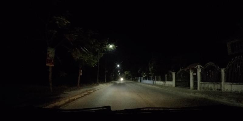 市街から郊外への夜道
