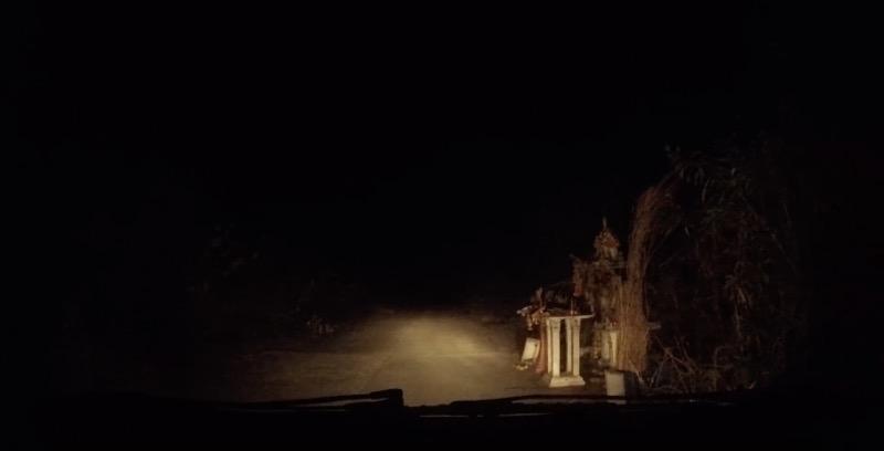 夜の野道に迷い込む