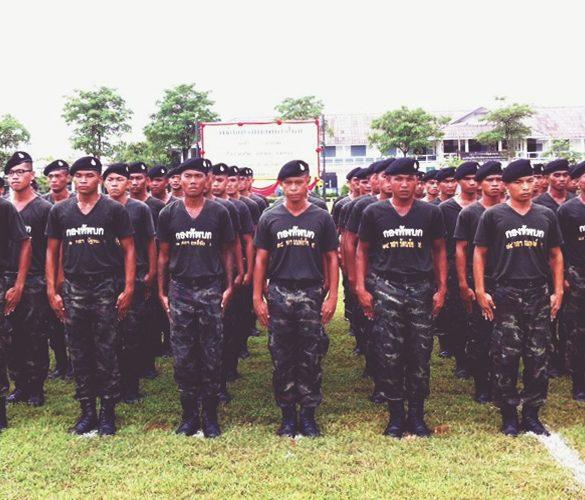 タイの軍事訓練学校でサプライズ