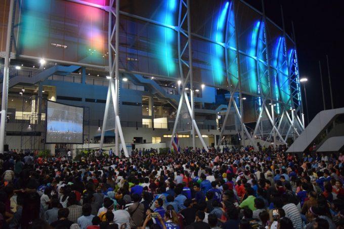 会場のバンコクアリーナ。時には場外にファンが溢れるほどタイのフットサル熱は高い