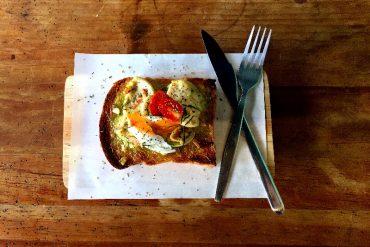 仕立屋のグリーンカレートースト