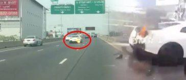 バンコクの高速道路を走行中のスポーツカーから火が!